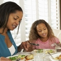 Researchers Encourage Parents to Set Rules on Media Usage at Mealtimes