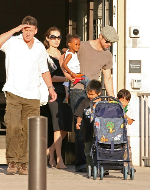 Brad and Angelina with Shiloh, Zahara, Pax and Maddox