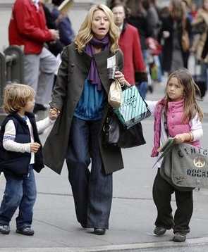 Kelly Ripa Pick Kids Up From School