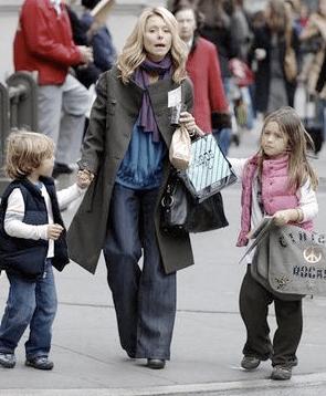 Kelly Ripa Pick Kids Up From School