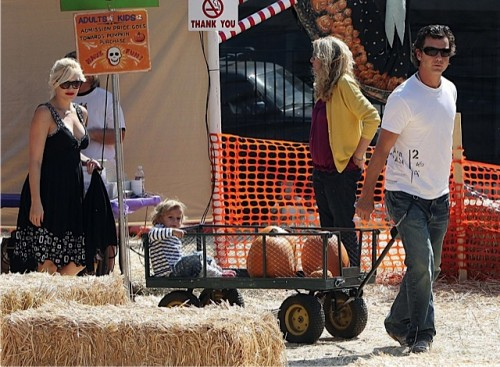 Gwen Stefani with husband Gavin Rossdale and son Kingston at Mr