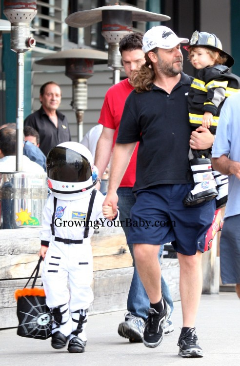 Russell Crowe Takes Charlie and Tennyson Trick Or Treating