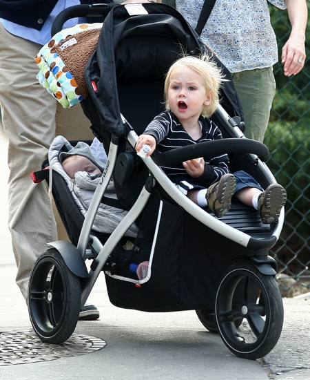 "Alexander ""Sasha"" Pete Schreiber points just like his father Liev Schreiber while out and about with mom Naomi Watts in NYC"