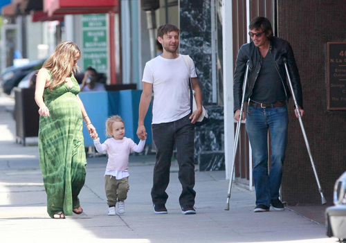 ***EXCLUSIVE***Tobey Maguire, his wife Jennifer Meyer, their daughter Ruby, and Lukas Haas have a late lunch at Real Food Daily