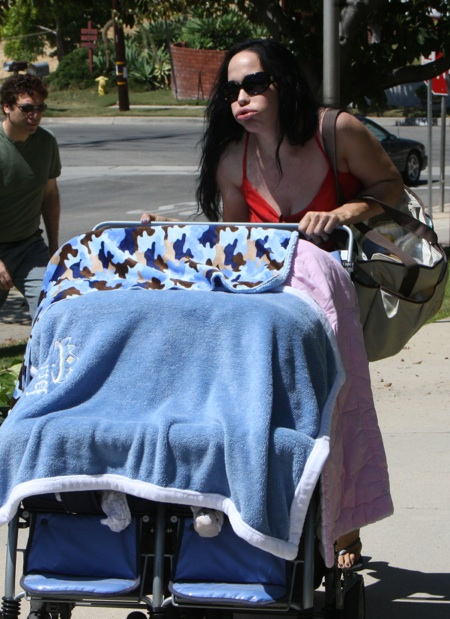 Nadya Suleman Pushes her babies to the park