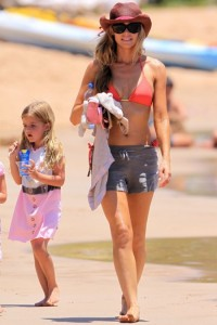 Denise Richards with daughter Sam in Hawaii
