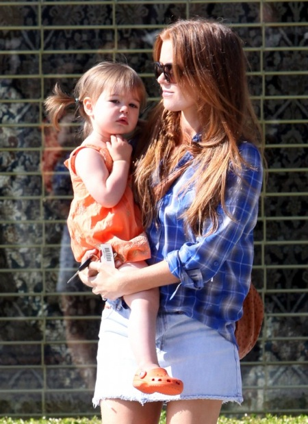 Isla Fisher & Olive Cohen Stroll in West Hollywood