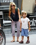 Kelly Ripa Picks The Kids Up From School