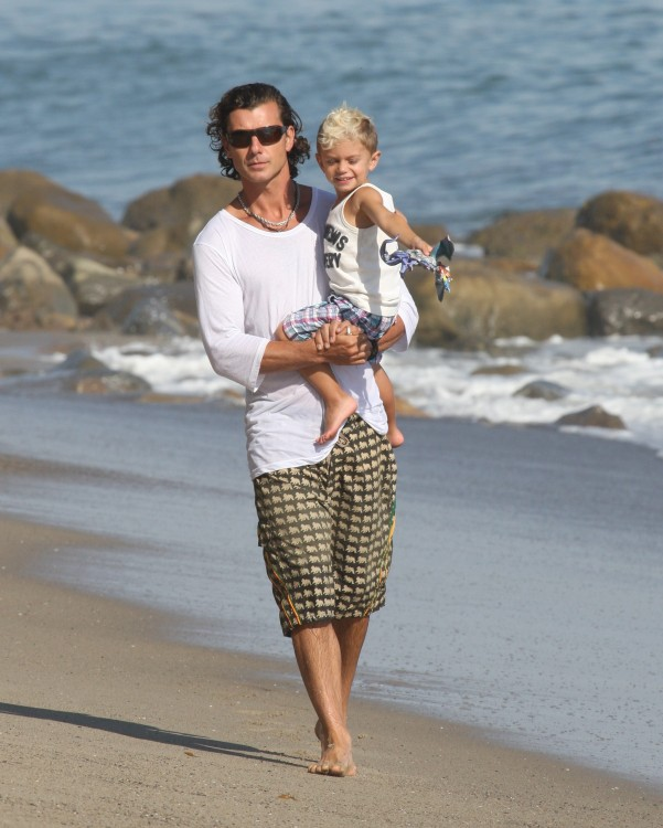 The Rossdales Hit The Beach In Malibu