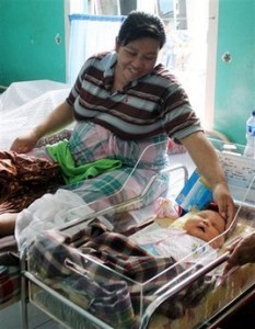 Indonesian Mom Gives Birth To 19.2lb Baby!!