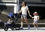 Jennifer Garner Strolls With Her Girls In Boston