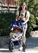 Jennifer Garner Strolls With Her Girls In Boston