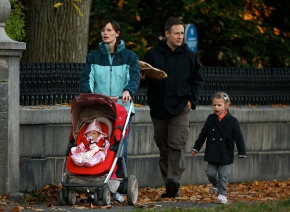 Jennifer Garner strolls in Boston with her daughter Seraphina and Violet Affleck