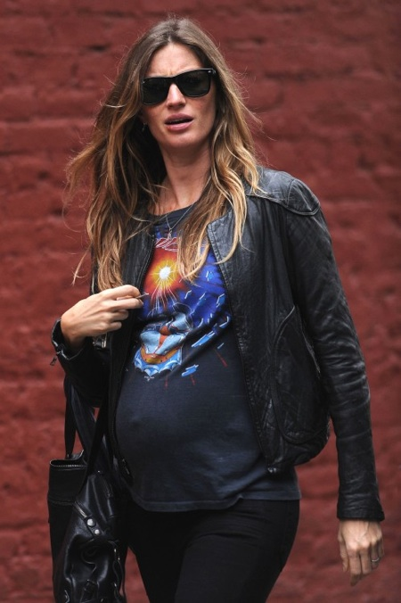 Pregnant Gisele Bundchen out in NYC