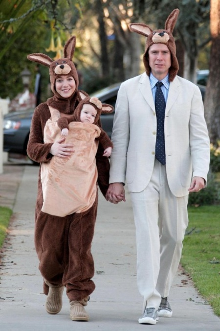 Alyson Hannigan and husband Alexis Denisof dress as kangaroos for halloween