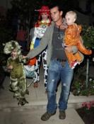 Gwen Stefani and Gavin Rossdale out for hallween with sons Kingston & Zuma