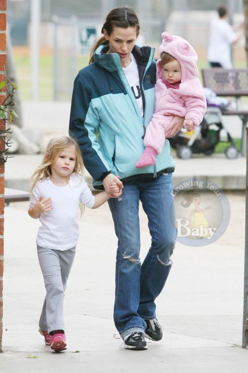 Jennifer Garner with daughters Seraphina and Violet at Palisades Park
