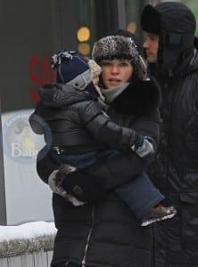 Julianna Margulies, her husband Keith Lieberthal and son Kieran bundles up