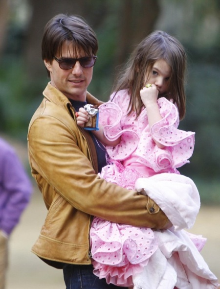 Suri Visits dad Tom Cruise In Sevilla