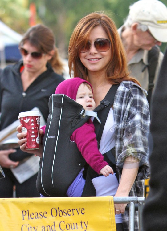 Alyson Hannigan and Family Stroll At The Market