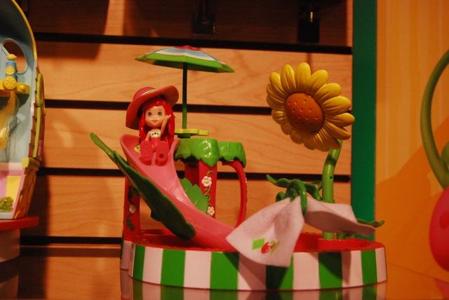 Strawberry Shortcake Splashin Petal Pool Playset Growing