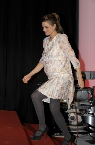 Amanda Peet is Pregnant Perfect in Berlin