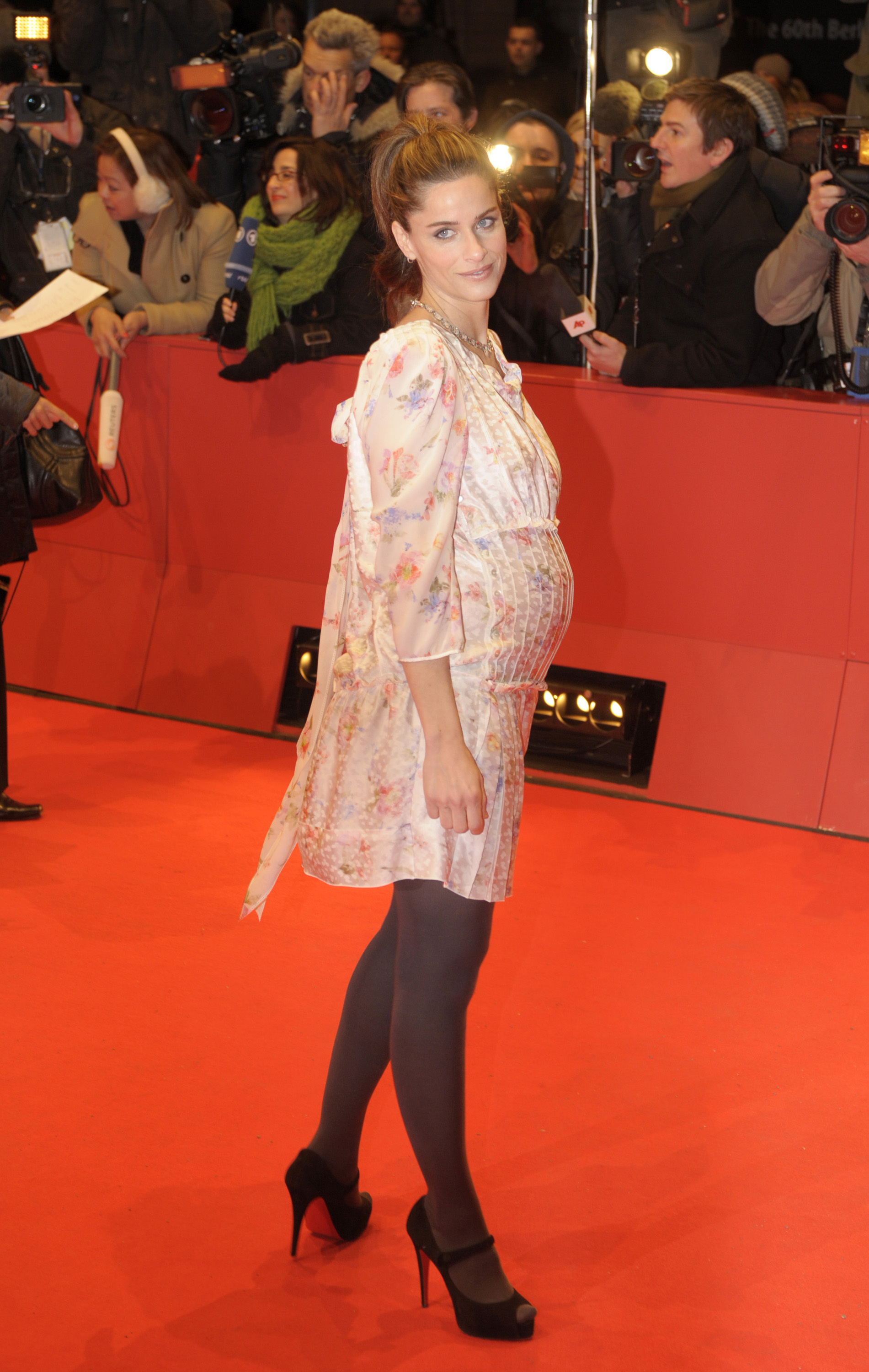 wenn2742959 It really is the year of the pregnant celebrity – even Mad Men actress ...