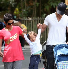 Halle and Gabriel Treat Nahla To A Day At The Zoo!
