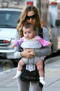 Sarah Jessica Parker Strolls With One Of Her Twins