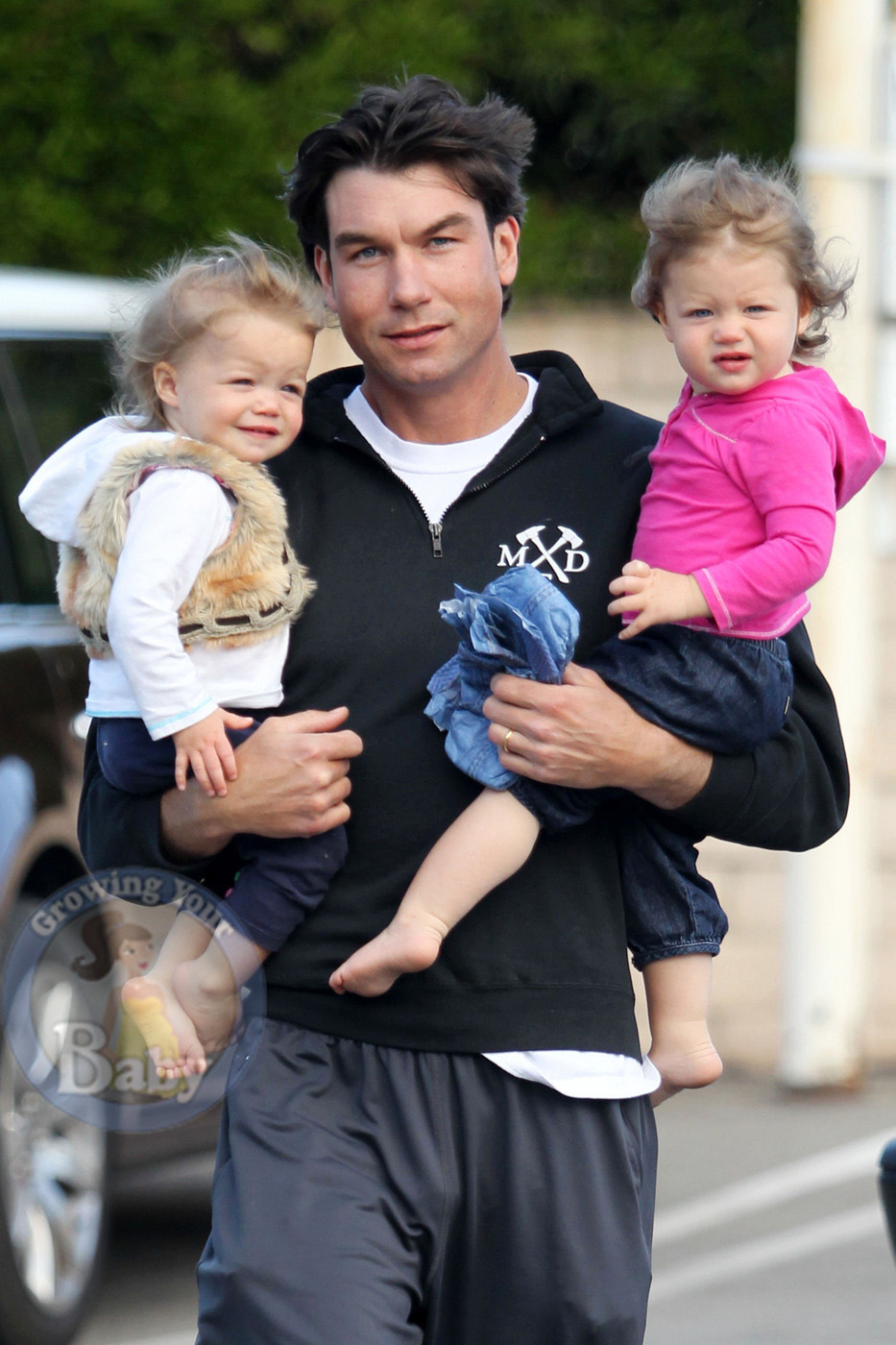 Jerry O'Connell with twins Charlie and Dolly