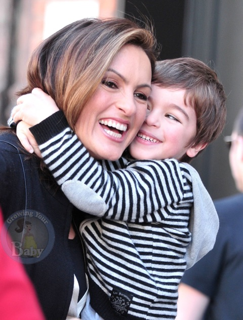 Mariska Hargitay Gets A Special On Set Visit!