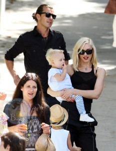Gwen and Gavin Attend A Malibu Easter Bash With Their Matching Munchkins