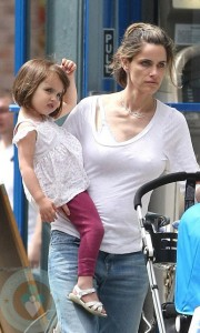 Amanda Peet and daughter Frances