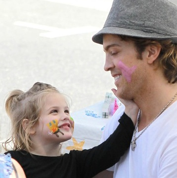 Larry Birkhead and Dannielynn: Family Fun At The Market!