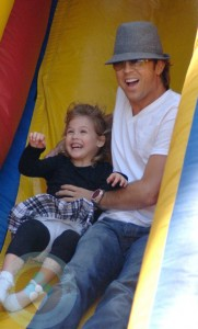 Larry Birkhead and Dannielynn at the market