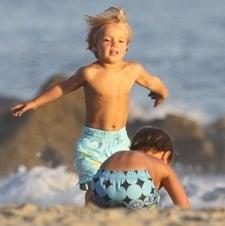 Jayden James & Sean P Enjoy A Beach Break With Grandma And Grampa