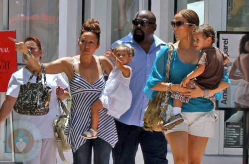Jennifer Lopez With Nanny And Bodyguard Growing Your Baby