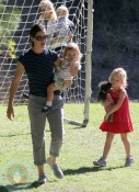 Jennifer Garner with daughter Violet and Seraphina