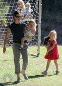 Jennifer Garner with daughter Violet and Seraphina