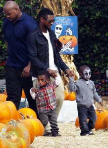Usher with his sons Naviyd and Usher Raymond V