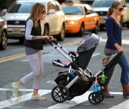 Sarah Jessica Parker with twin Marion(back) and Tabitha