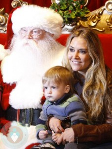 Brooke Mueller and her family pose with Santa