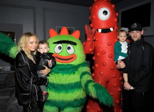 Nicole Richie and Joel Madden with daughters Harlow and Sprarrow Madden