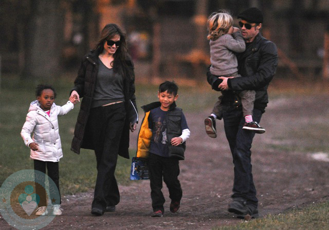 Brad and Angelina with kids Zahara, Shiloh and Pax