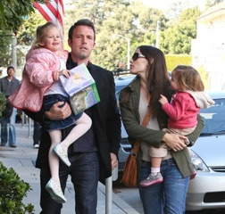 Jennifer Garner and Ben Affleck Breakfast With Their Girls!