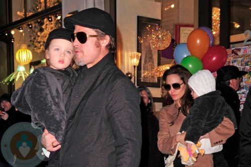 Angelina Jolie & Brad Pitt with twins Knox & Vivienne