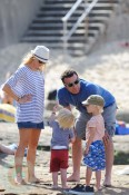 Liev Schreiber & Naomi Watts with sons Sasha(r) and Sammy(l)