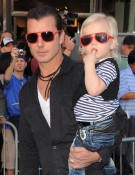 Actor Gavin Rossdale and son and Zuma Rossdale arrive at the Gnomeo And Juliet premiere