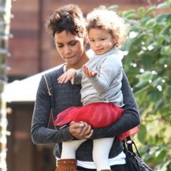 Halle Berry Shops With Her Sweetie!