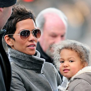 Halle and Nahla Stroll in Central Park